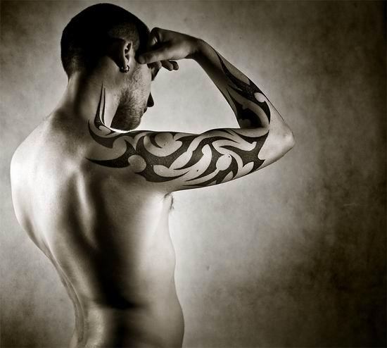 Вот мужчинам татуировки идут больше