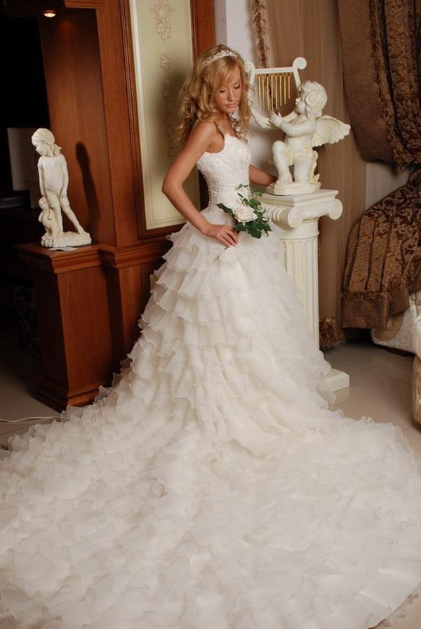 свадебные платья с очень пышной юбкой фото